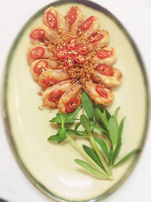 cách trang trí đĩa tôm đẹp với món tôm xóc tỏi