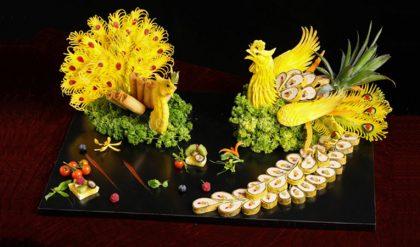 Trang trí món ăn ngày tết từ quả thơm tạo hình long phụng sum vầy