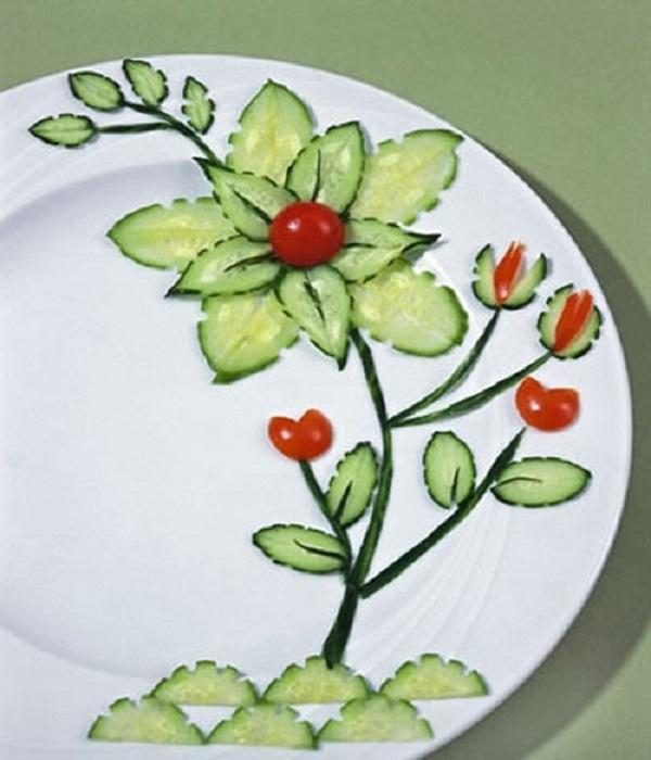 Tạo hình bông hoa trang trí món ăn từ dưa leo, cà chua bi
