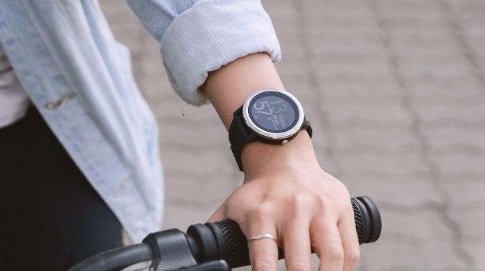 đồng hồ đo huyết áp đeo tay